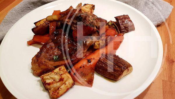 Lamskoteletten met sticky saus en groenten
