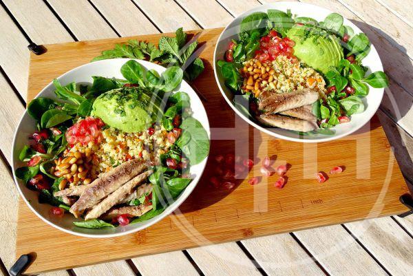 Salade met bloemkoolcouscous en makreel