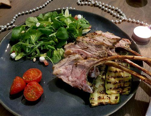 Kerst hoofdgerecht: Lamsrack met feestelijke salade